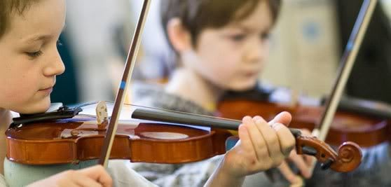 Childrenplayingviolin